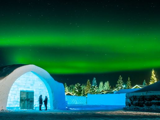 Large Icehotel Northern Lightsv2
